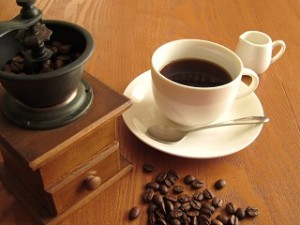 コーヒーを飲み過ぎると胸が小さくなる?
